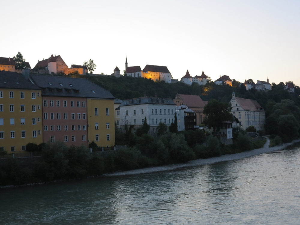 River Salzach with Burghausen in the background and the Burghausen Castle on top of the mountain ridge