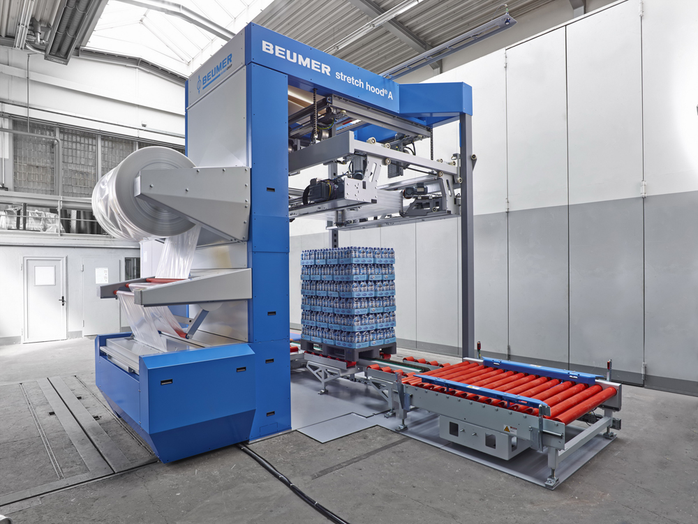 BEUMER Group provides entire packaging lines. This includes the high-capacity packaging machine from the BEUMER stretch hood model range.