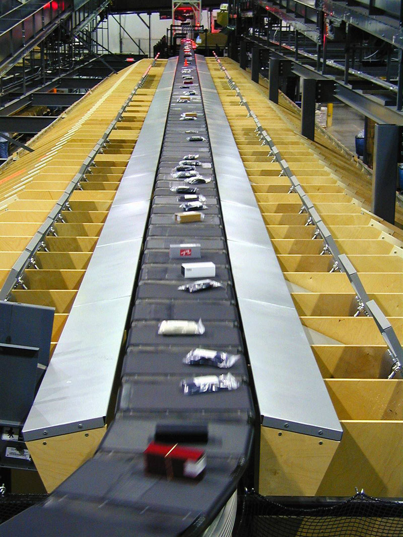 BEUMER Group provides the sorters with different modules and functions, depending on the requirements.