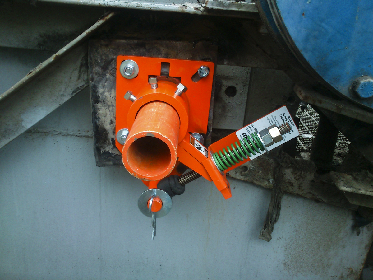 The single urethane blade is mounted on a steel mandrel and tensioned with a heavy-duty spring.