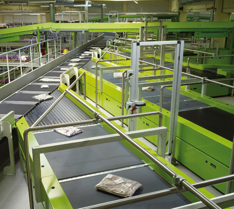Figure 2: The high-performance Belt Tray Sorter from BEUMER ensures fast and careful sorting of express-delivery goods.