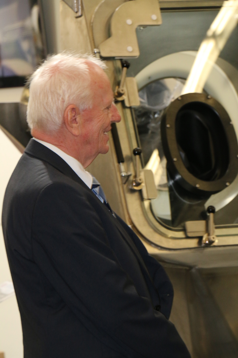 Günther Hecht, former CEO of HECHT Technologie GmbH, Germany, admiring a containment system