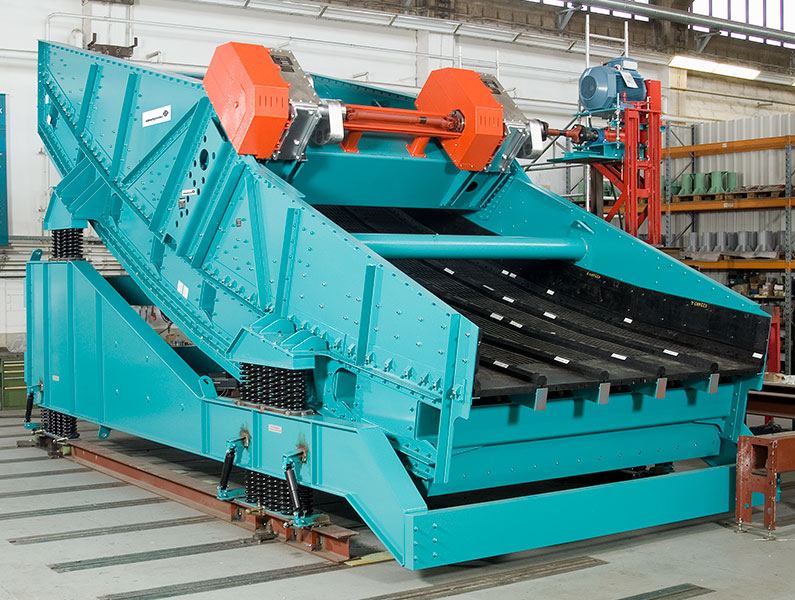 LinaClass® SLG Linear vibrating screen for screening sinter; on mobile frame