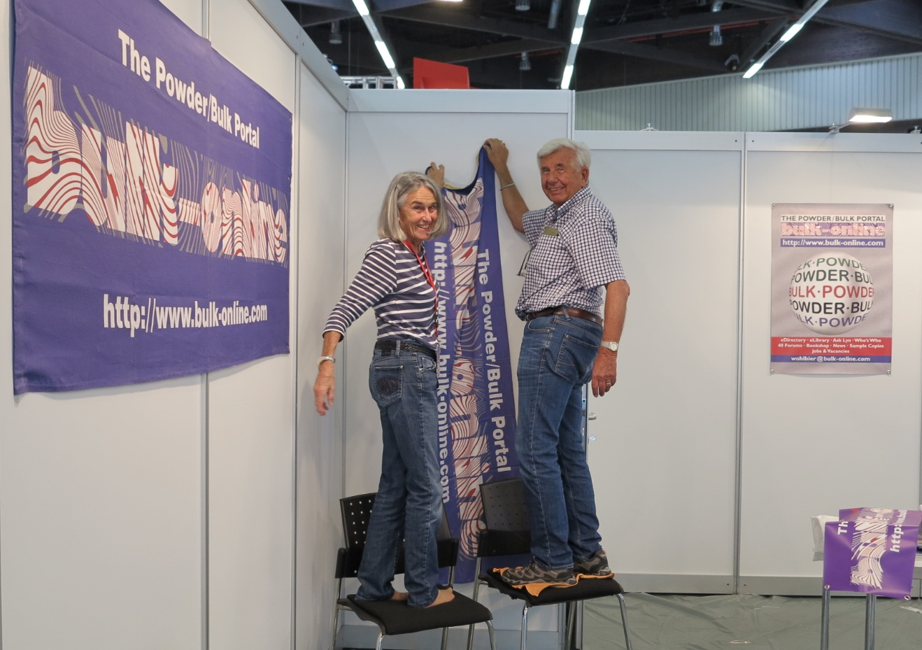 Ute + Reinhard preparing their booth