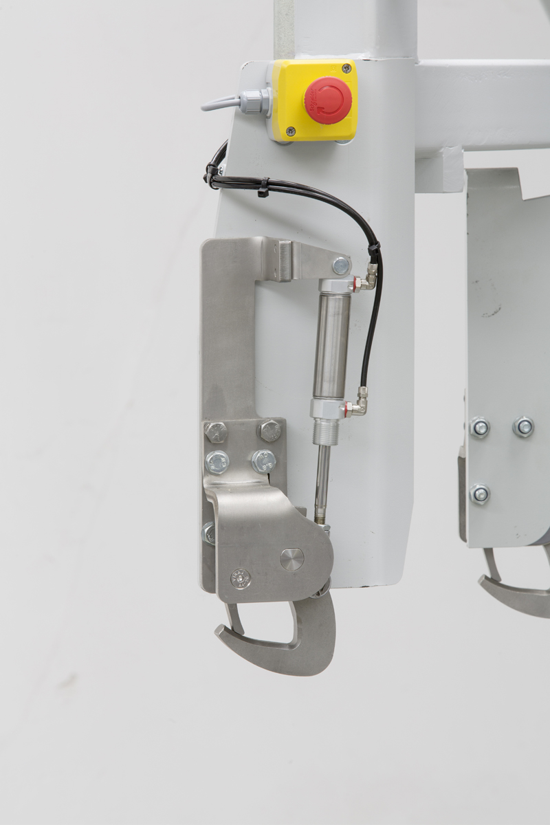 Fig. 4: The automatic hook system