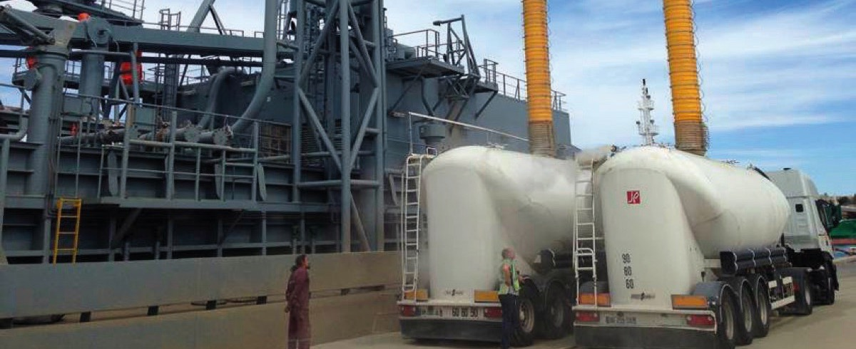 Dust-free Ship-Unloading: Loading Chutes for clean and safe Transfer of Cement