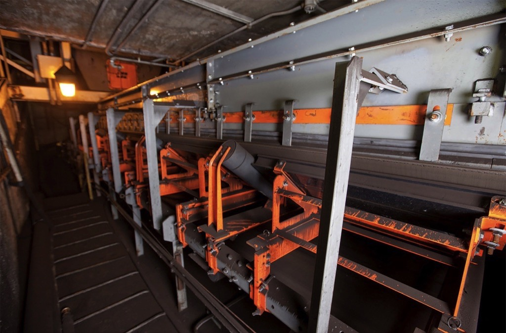 Martin Engineering: Reduce Conveyor Maintenance Time through better Access - Inspection doors and track-mounted components facilitate maintenance for extended equipment life.