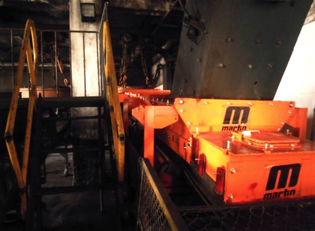 Martin Engineering: Reduce Conveyor Maintenance Time through better Access - A hatch over the tail pulley allows staff to easily detect entrapped material.
