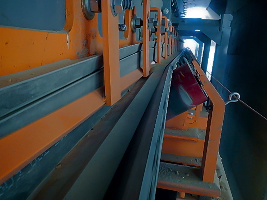 Less Spillage – less Costs! Conveyor Upgrade tackles Dust and Spillage at Coeur Rochester Mine – Fig. 3: Impact cradles absorb the force of the falling load, yet slide in and out for easy service. (Picture: © Martin Engineering)