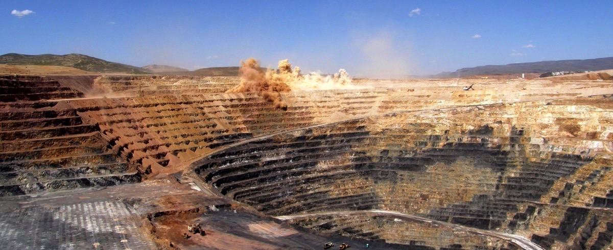 In-Pit Crushing and Conveying Bench Operations – Assessing the Truckless Mining Option